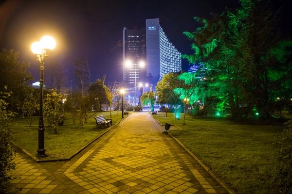 В Сочи заменят старые уличные фонари на светодиодные