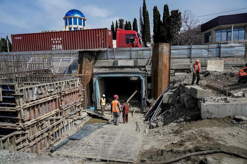 В Сочи к лету завершат строительство 5 ти пешеходных переходов