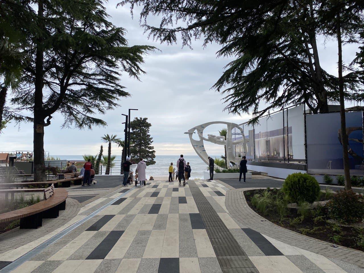 В Сочи ГК «Метрополис» реализует третий этап реконструкции набережной пляжа «Ривьера»