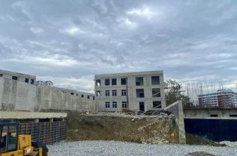 В Сочи начались кровельные работы на пяти из восьми блоках строящейся школы на Мамайке